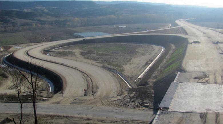 """4 са отворените ценови оферти за още 10,4 км от АМ """"Струма"""" през Кресна"""