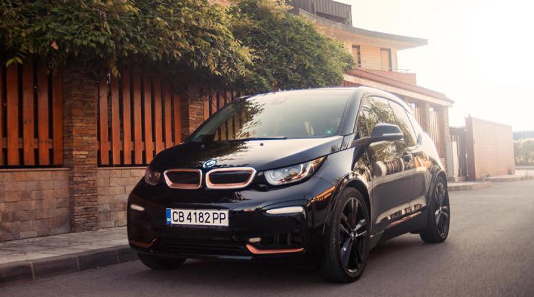 BMW i3s с уникален черен цвят и стилни медни акценти