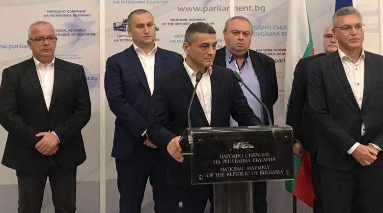 БСП се разцепи! Шестима депутати напуснаха парламентарната група заради Нинова