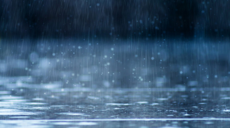 Опасно силен вятър и проливни дъждове в цяла България