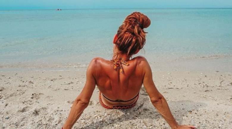 Ивет Лалова се показа като русалка на плажа