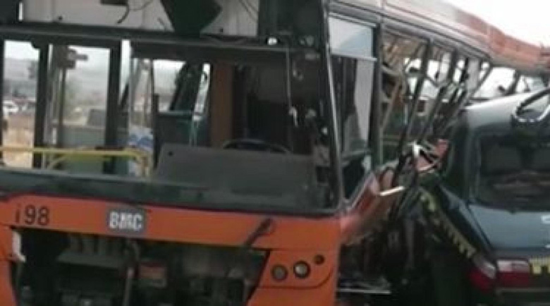 Кола блъсна автобус с 208 км в час в експеримент (Видео)