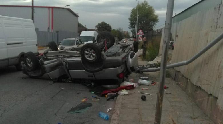 Шофьор оцеля по чудо при лупинг заради мокро шосе