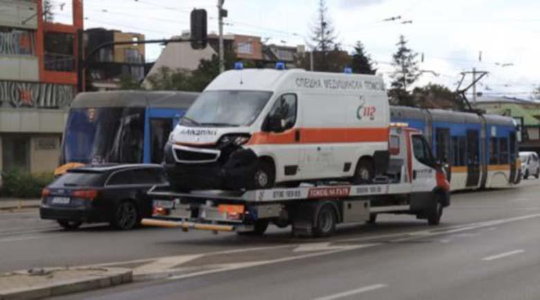 Президентът на ЦСКА катастрофира, ударил се в линейка