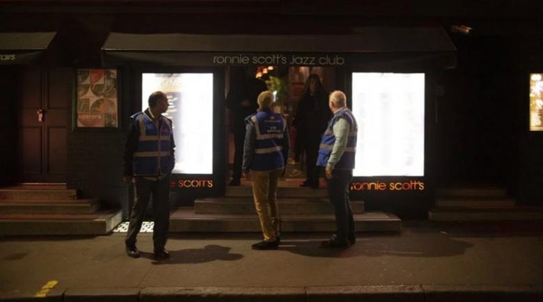"""Из Лондон тръгна """"карантинна"""" полиция, наложен е вечерен час"""