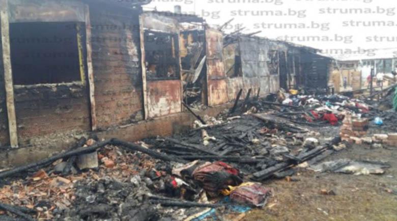 Пожарът в Разлог остави 7 семейства без дом