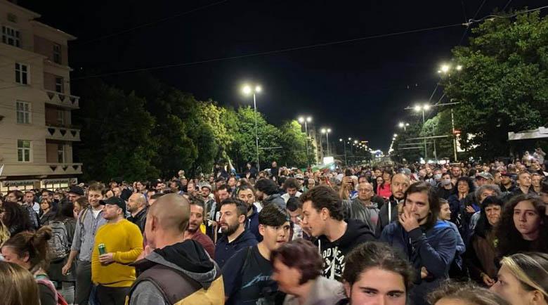"""Студенти блокират """"Орлов мост"""" заради маските на открито"""