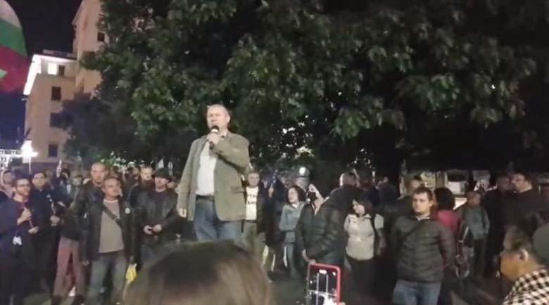 83-и ден: Протестът иска оставката и на Валери Симеонов