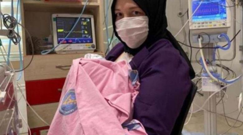 Здраво бебе се роди от присадена матка за първи път в света