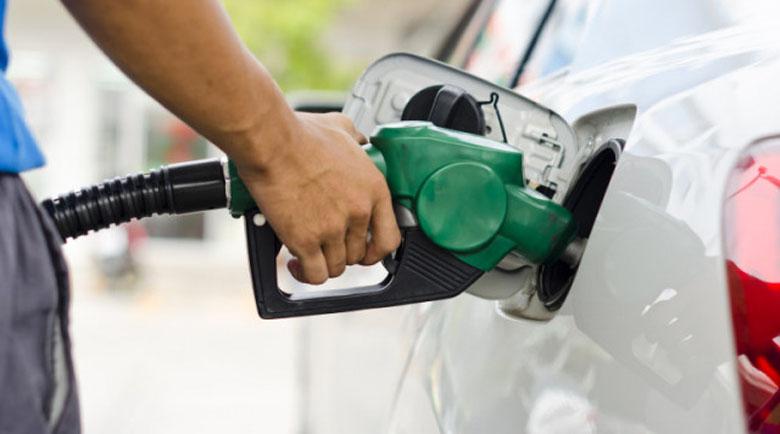 Търговците алармират: Големите бензиностанции помпат цените