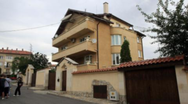 Бомбена заплаха срещу Борисов, МВР обгради дома му в Банкя