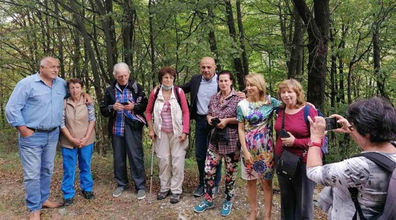 Борисов се щракна с природолюбители в габровския балкан