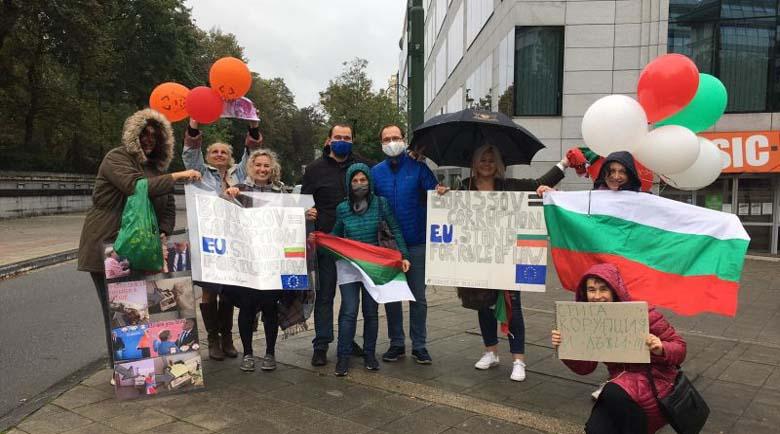 Протест срещу корупцията посрещна Борисов в Брюксел, той благодари за доклада