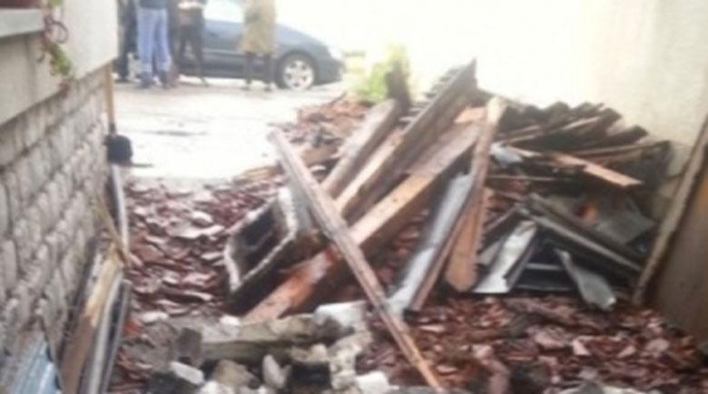 Бурята отнесе покривите на две къщи в Смолян
