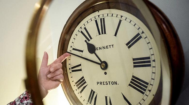 Връщаме часовниците с един час назад в 4.00 ч. тази неделя