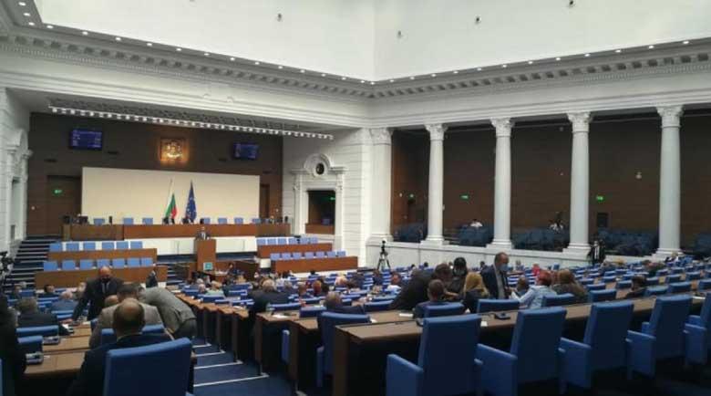 Парламентът не събра кворум, за да създаде комисия за новата Конституция