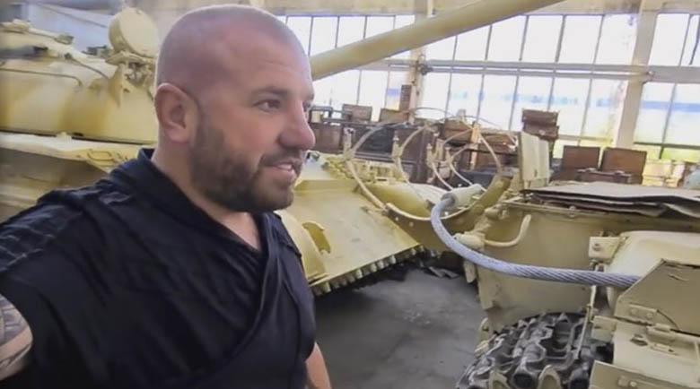 Колеционер: Динко с цяло хале танкове