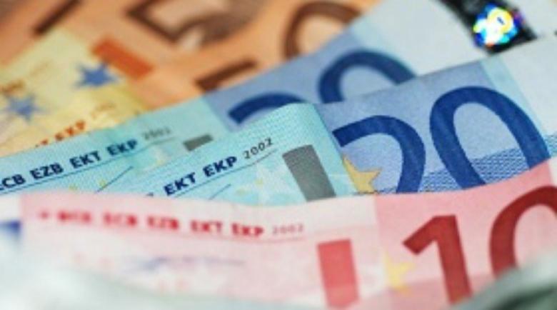 До 802 евро падна средната заплата в Гърция през второто тримесечие