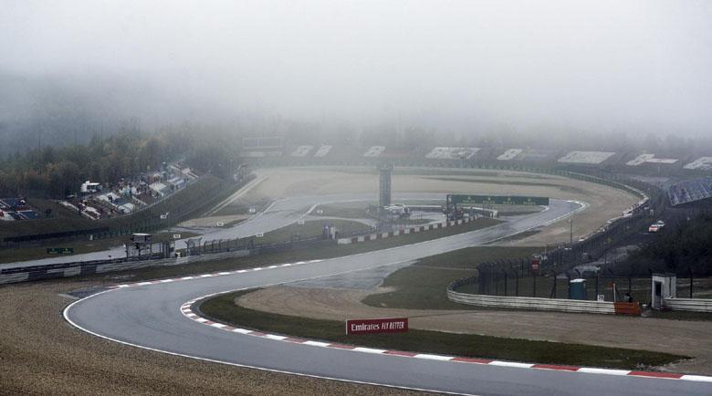 Гъста мъгла отложи дебюта на Мик Шумахер във Формула 1