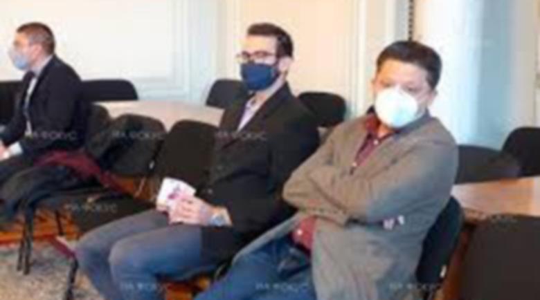Протестно: Замериха Иван Гешев с пачки от 500 евро