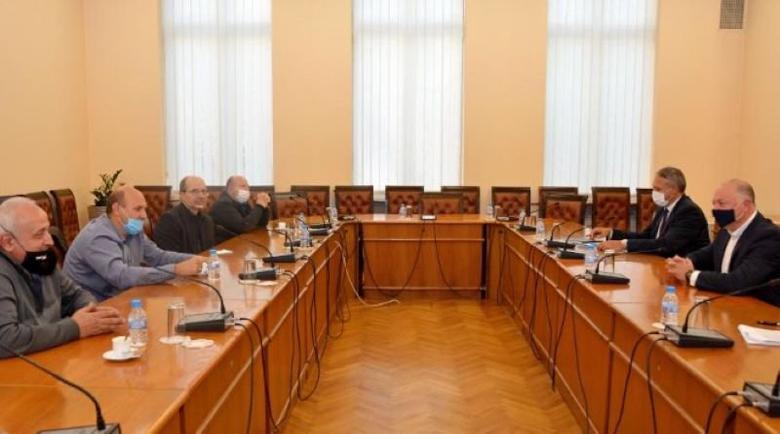Росен Желязков обеща пари на таксиметровите шофьори