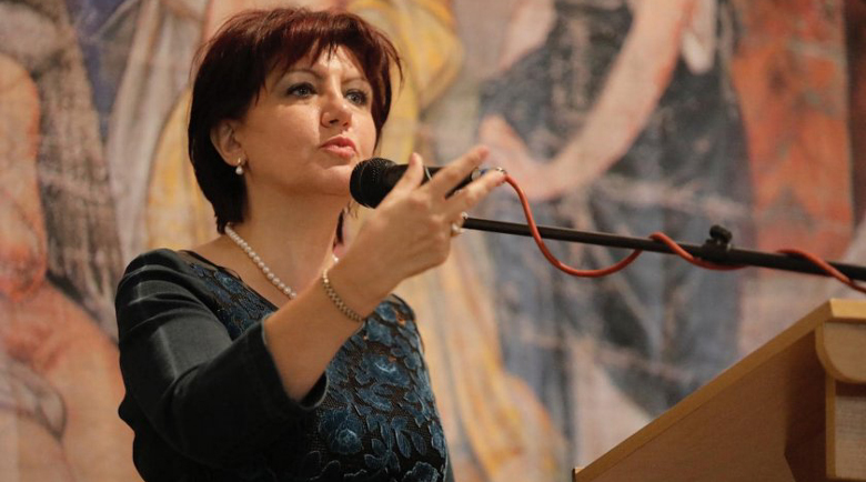 Цвета Караянчева е на косъм от оставката?