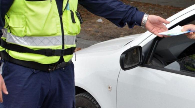 Гурбетчия опита да подкупи пловдивски полицаи: Никой няма да разбере!