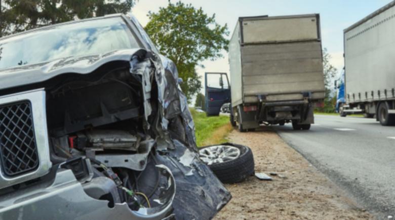 Трагедията е огромна! Две жертви и петима ранени в зверско меле между камион и микробус
