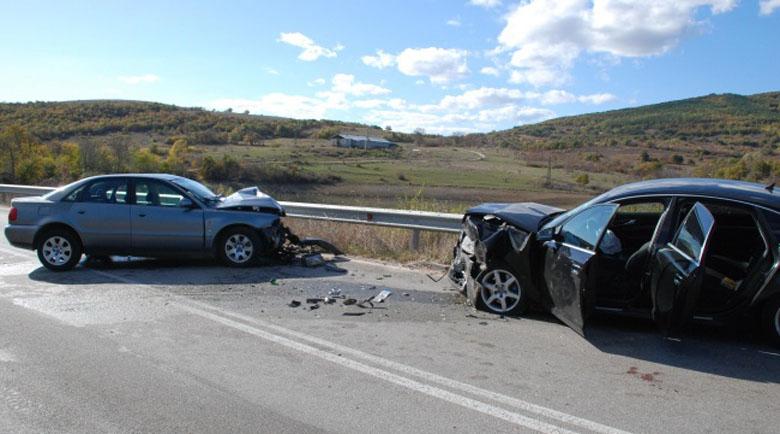 Възрастен шофьор загина при челен сблъсък край Бургас