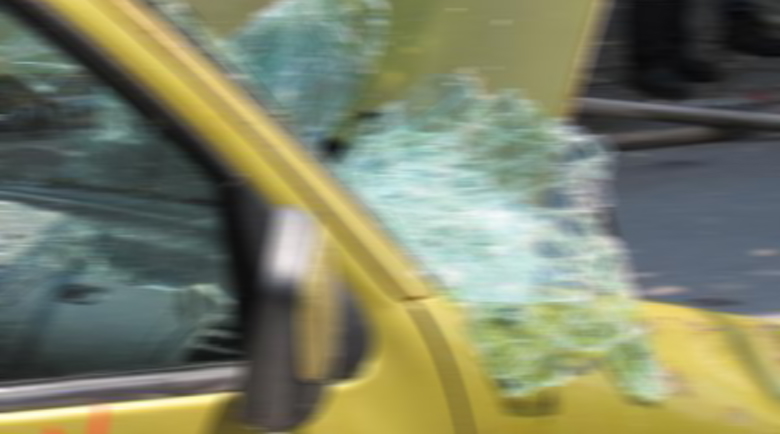 Кола се преобърна в нива между Монтана и Лом, пострадала е жена