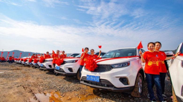 Китайска компания подари на служителите си чисто нови коли