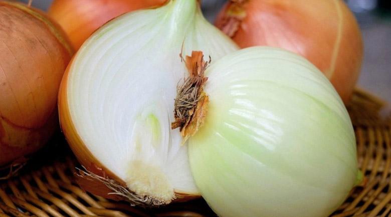 Как да използвате сок от лук против кашлица, акне и повишаване на либидото