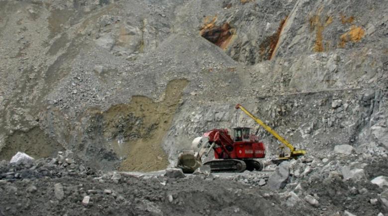 Скала счупи ръка на миньор край Златоград