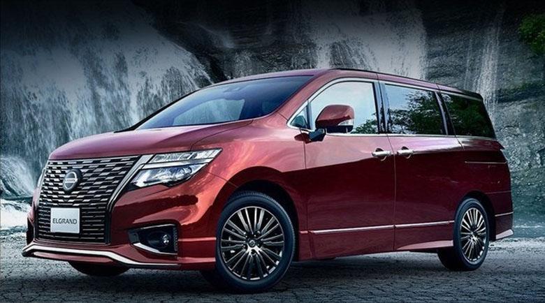 Миниванът Nissan Elgrand – по-богат отвътре и отвън