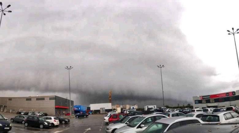 """Облачно """"цунами"""" в небето паникьоса софиянци"""