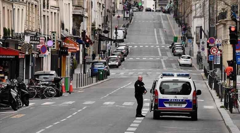 Французите ще излизат навън с разрешения