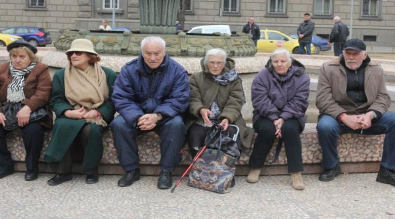 Хиляди български пенсионери искат да останат в Англия