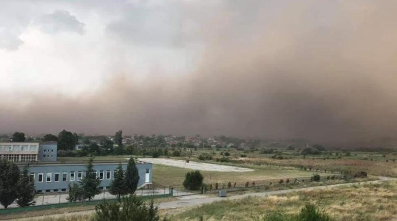 Мощен облак пустинен прах пълзи към Балканите