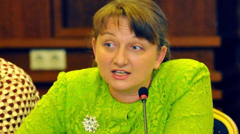 Протестираща майка: Деница Сачева убива над 50 000 души в инвалидна количка