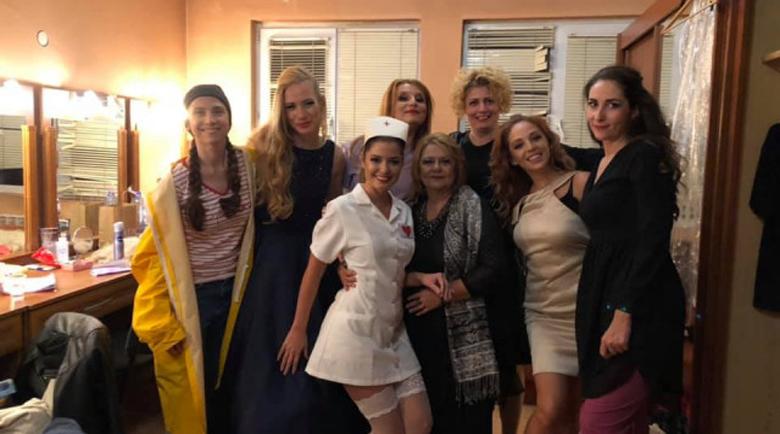 Алекс Сърчаджиева се пусна като секси медсестра