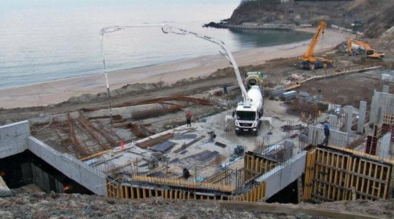 Спряха подпорния строеж на плажа в Обзор