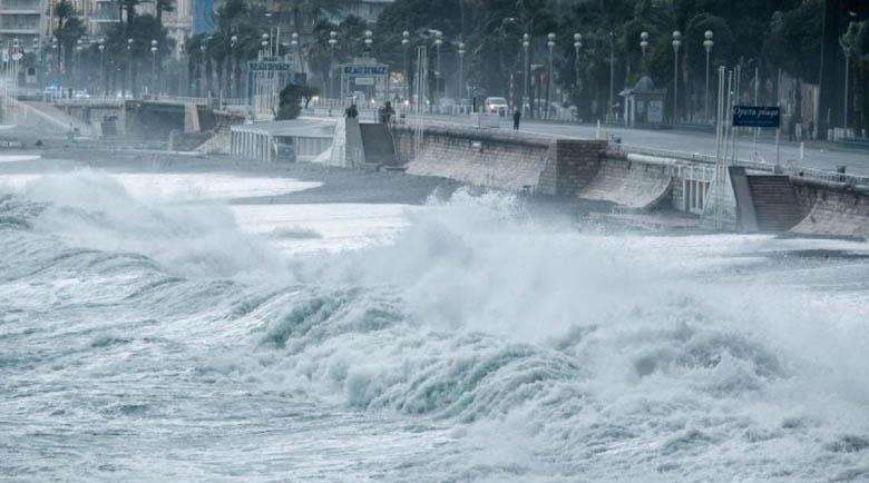 Две жертви и 25 изчезнали в урагана, връхлетял Франция и Италия