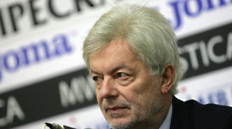 Бившият президент на БФС Валентин Михов е пребит в София