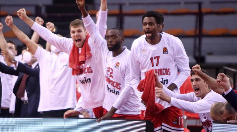 Александър Везенков с втори успех в Евролигата