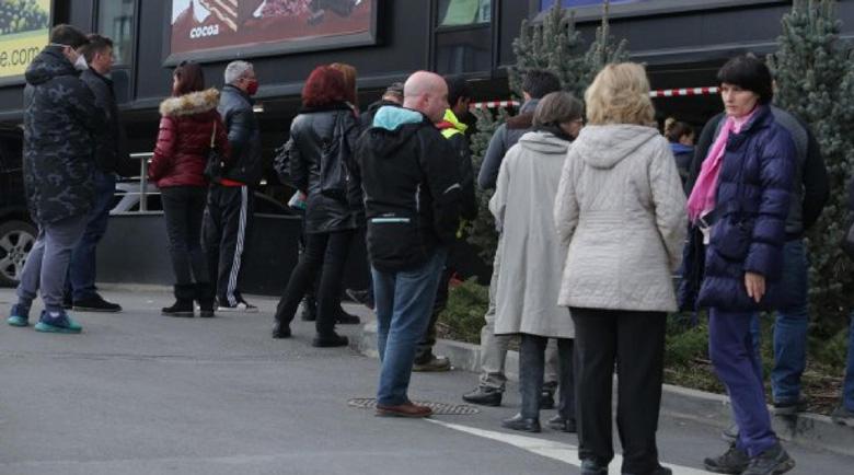Айдеееее: В Пловдив връщат пропускателния режим в магазините