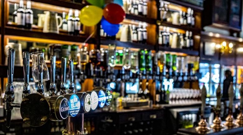 Затварят кръчмите и ресторантите в голяма част от Северна Англия