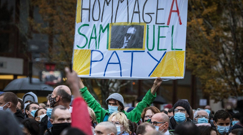 Седем на съд за убийството на учителя във Франция