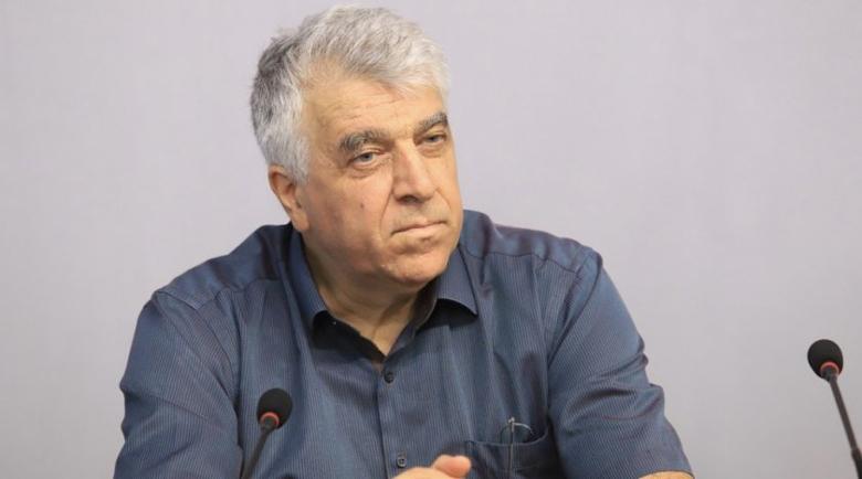 Гечев: Бойко урежда заеми в милиарди, а няма линейки