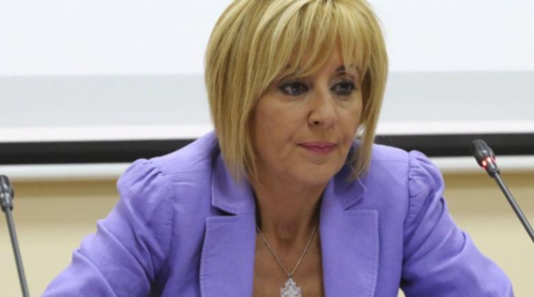 Манолова: България е в пълен хаос, властта да поиска прошка