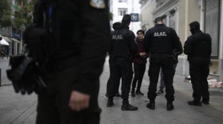 Трима ранени при бой с полиция в гръцки храм